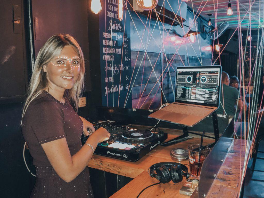 MER A BOIRE Bar DJ Laura Laffon Rue de la Soif Canet en Roussillon