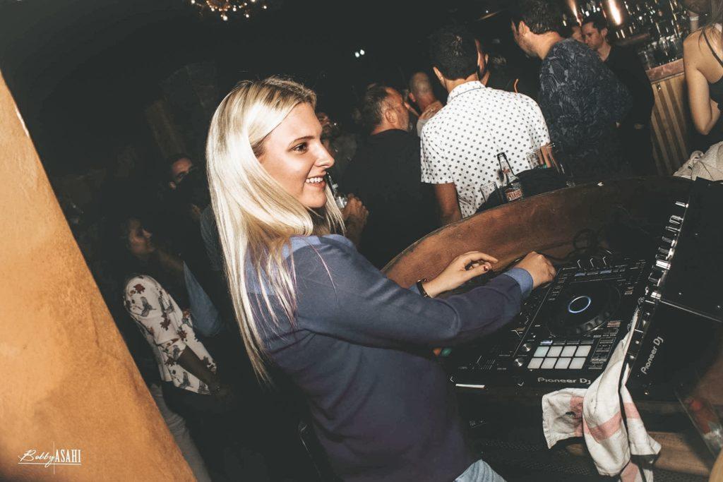 BAR LE PAMPAM Rue de la soif DJ Laura Laffon Canet en roussillon
