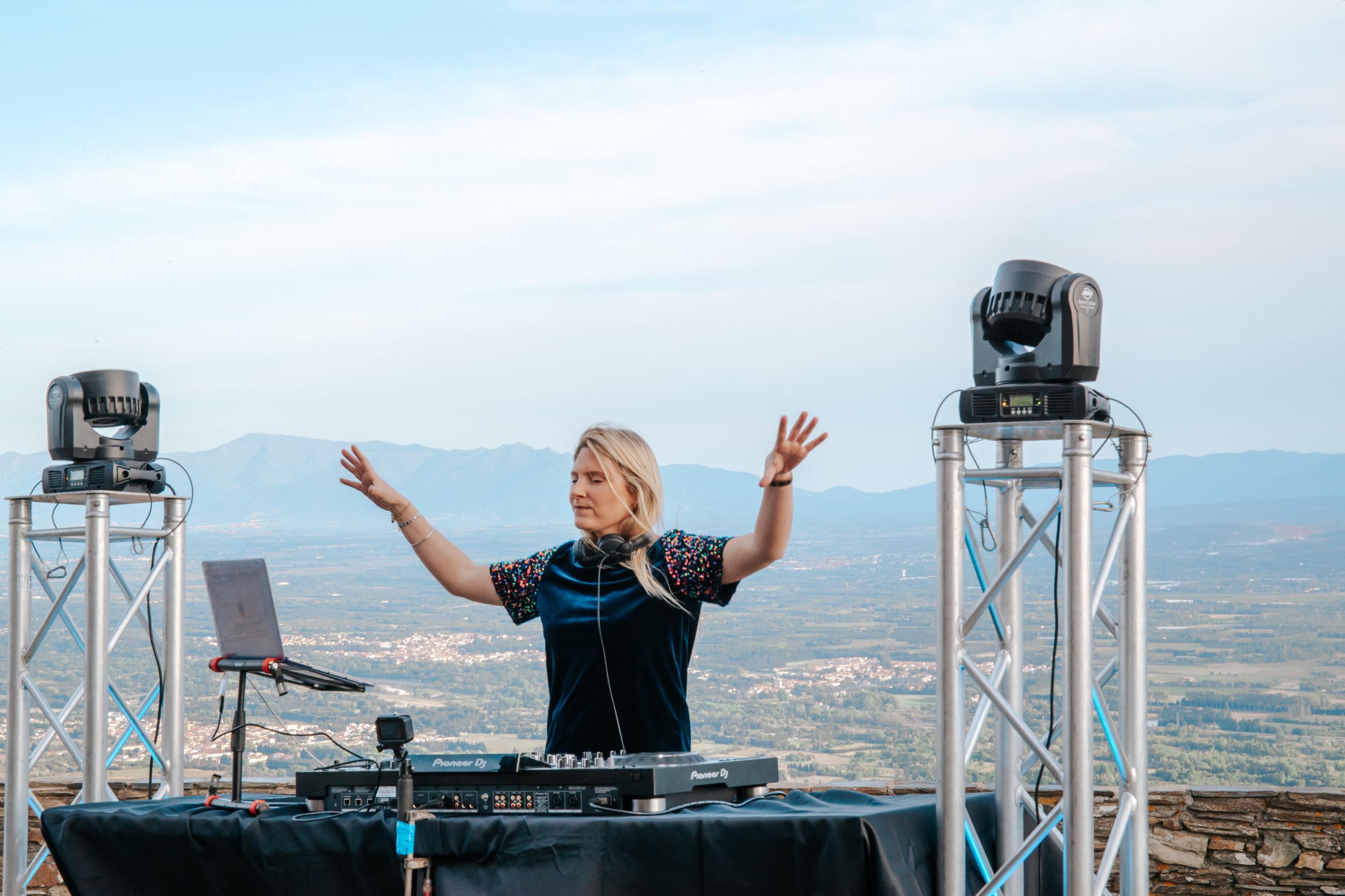 FORÇA RÉAL MILLAS - DJ LAURA LAFFON