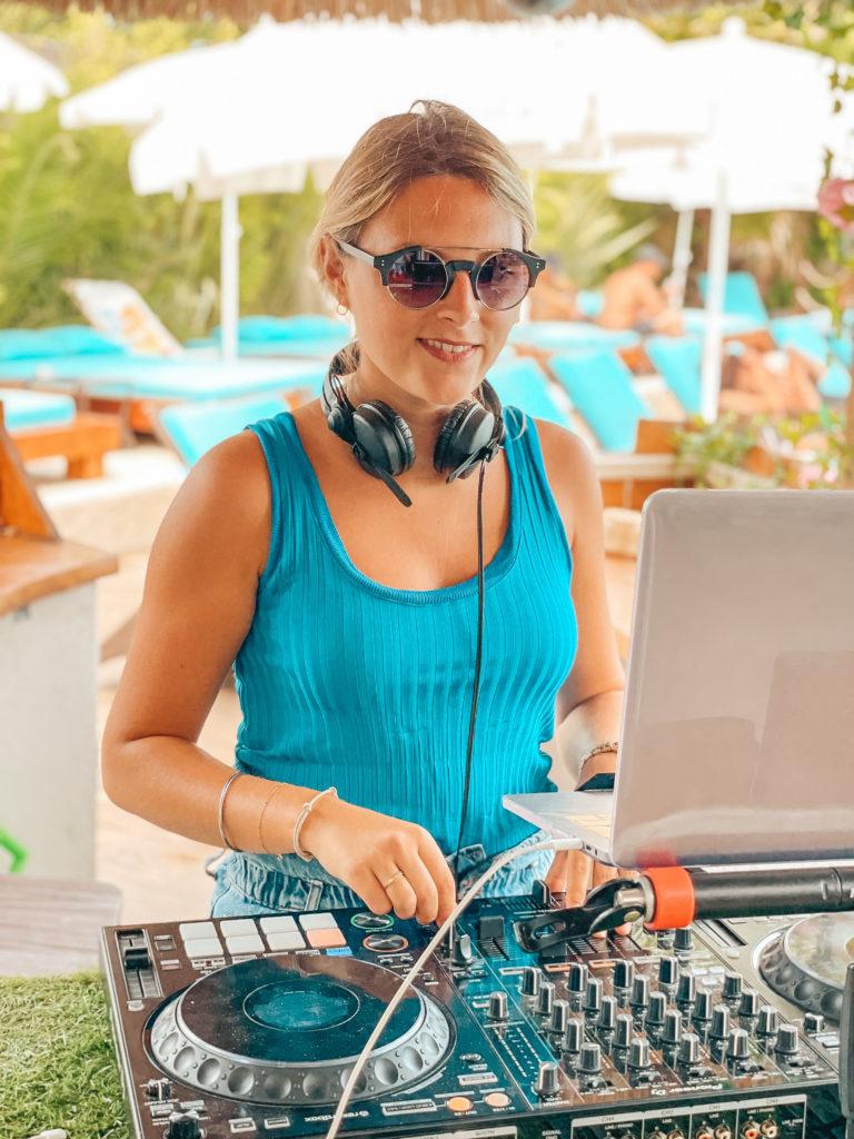 FORMENTERA GRUISSAN DJ LAURA LAFFON