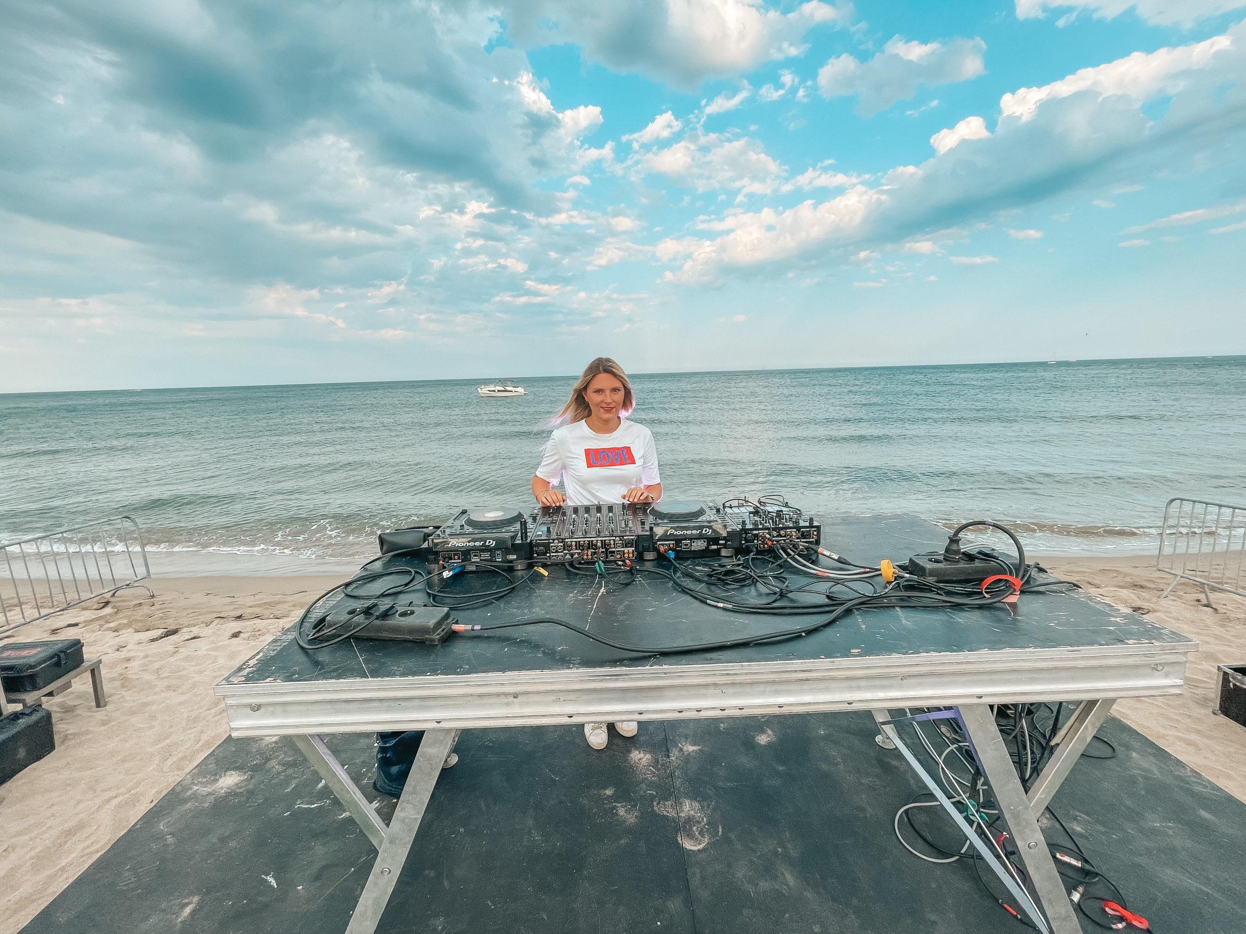 Pilotis Becah Club Leucate DJ LAURA LAFFON